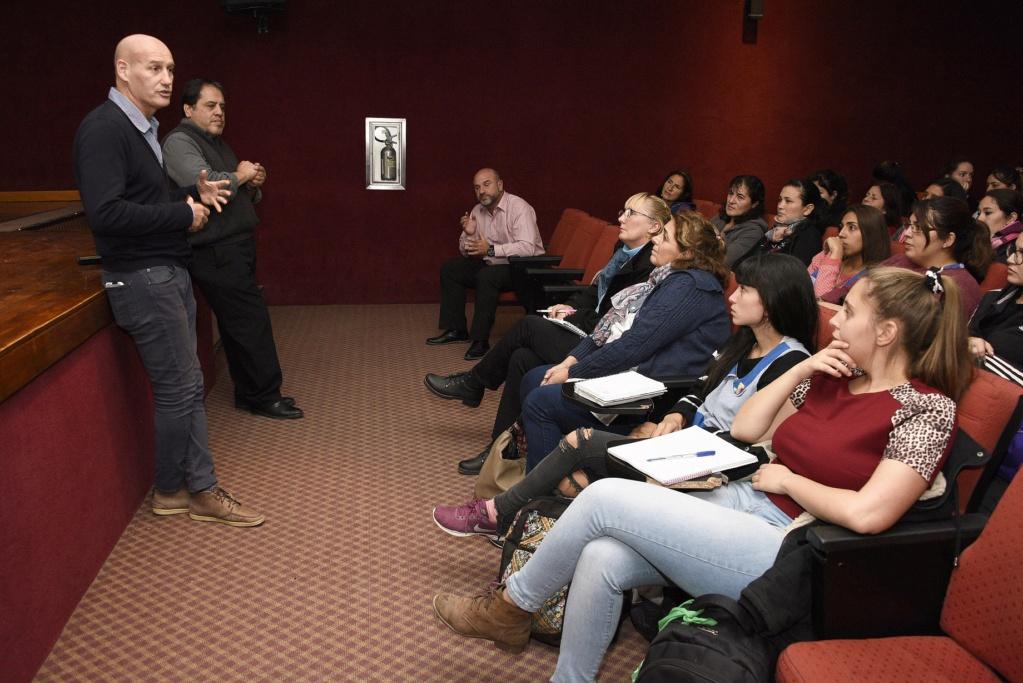 """Malvinas Argentinas: capacitación docente sobre """"Jóvenes en riesgo"""". _car9110"""