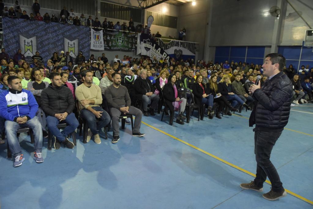 Malvinas Argentinas: entrega de subsidios a clubes barriales _jcc3510