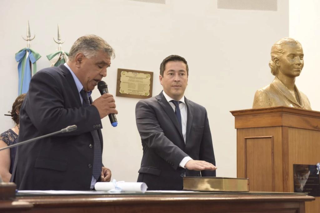 En la jura de su reelección dijo Leo Nardini: «Lealtad con lealtad se paga». Img-2027