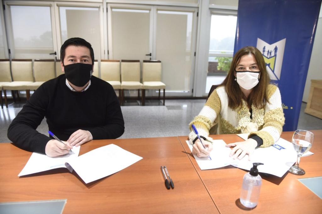 Nardini con la ministra Estela Díaz y ayuda a quienes sufren violencia de género Img-2047