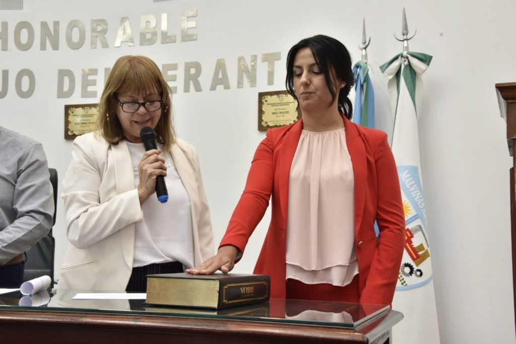 Malvinas Argentinas: Asumieron los nuevos concejales. Jura_d12