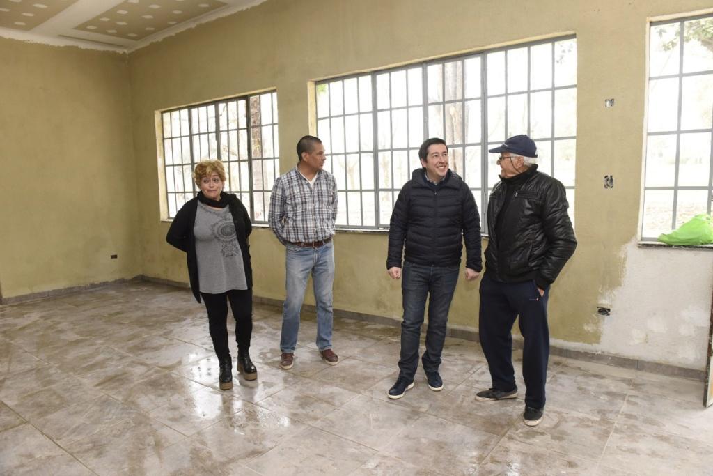 Malvinas Argentinas: Se construye a nuevo el espacio de los adultos mayores. Thumbn10