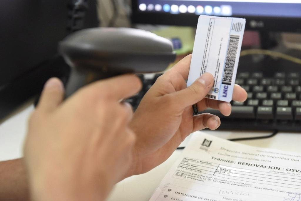 Malvinas Argentinas: 120 licencias de conducir son impresas y entregadas por día. Thumbn21