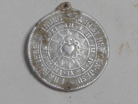 """Médaille Jésus sur la croix et coeur de Maire - """"Archiconfrérie de la Garde d'Honneur du Sacré-Coeur"""" - légendes allemandes Dsc00110"""