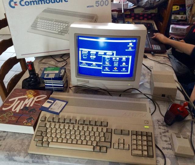 """[RECH]  """"Amiga 500 plus"""" en boite et lecteur disquette externe Img_0912"""