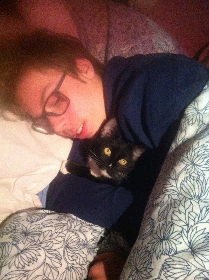 SOQUETTE, adorable chatonne de deux mois noire avec chaussons blancs - Page 3 Img_4514