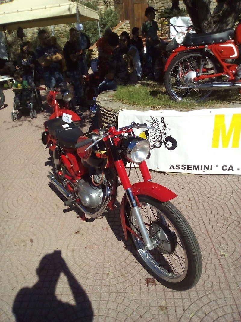 Foto di moto d'epoca o rare avvistate per strada - Pagina 16 Img_2028
