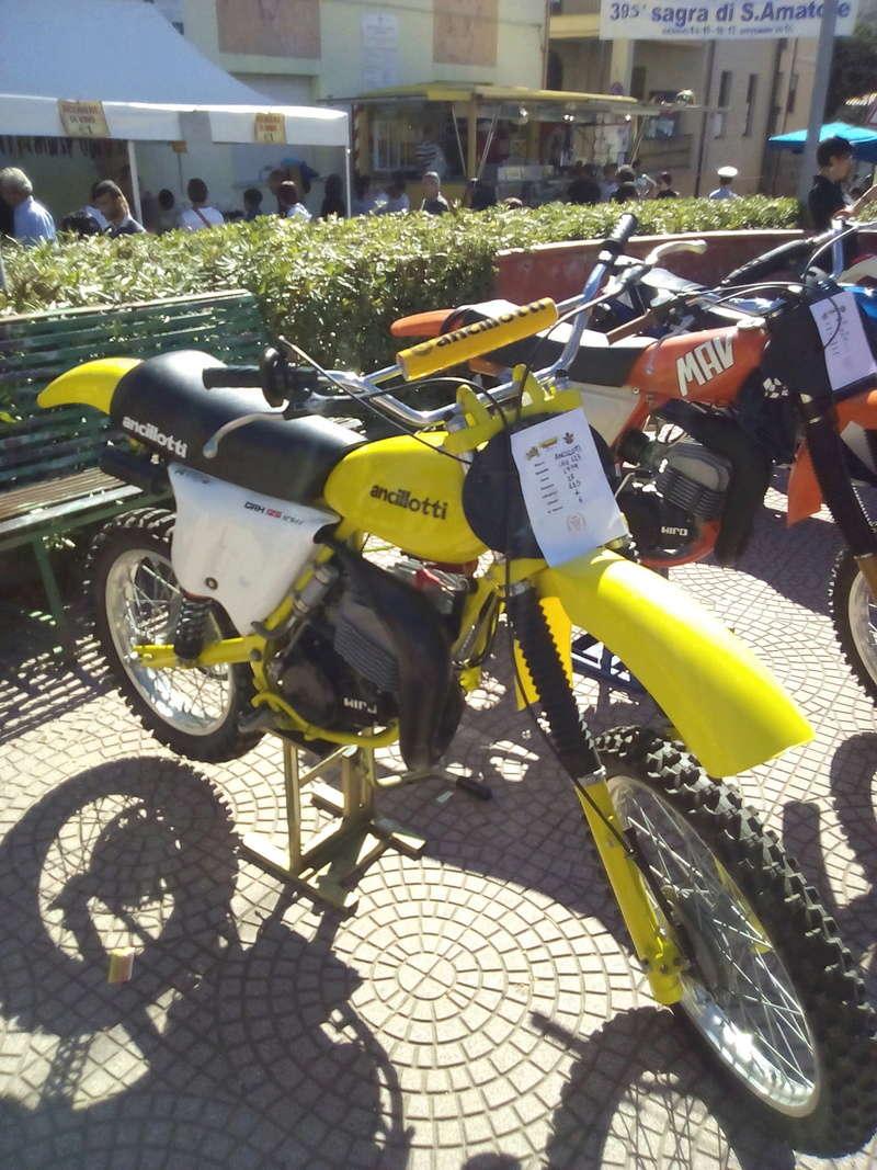 Foto di moto d'epoca o rare avvistate per strada - Pagina 16 Img_2033