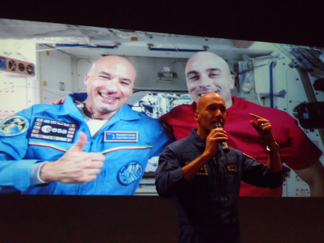 Un astronaute et le directeur de l'ESA à l'école centrale de Lyon. Compte-rendu. Sam_6514