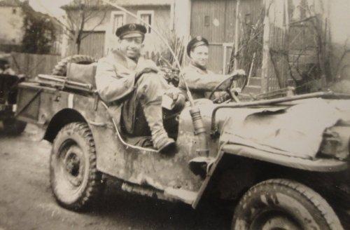 LA JEEP DANS LA 2éme DB Jeepra10