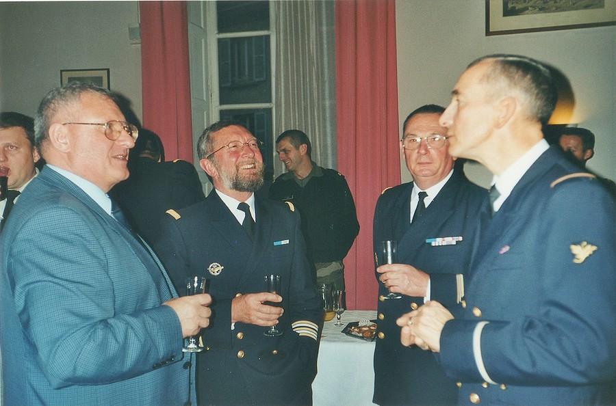 [Les traditions dans la Marine] LES POTS DE DÉBARQUEMENTS - Page 2 Img28810
