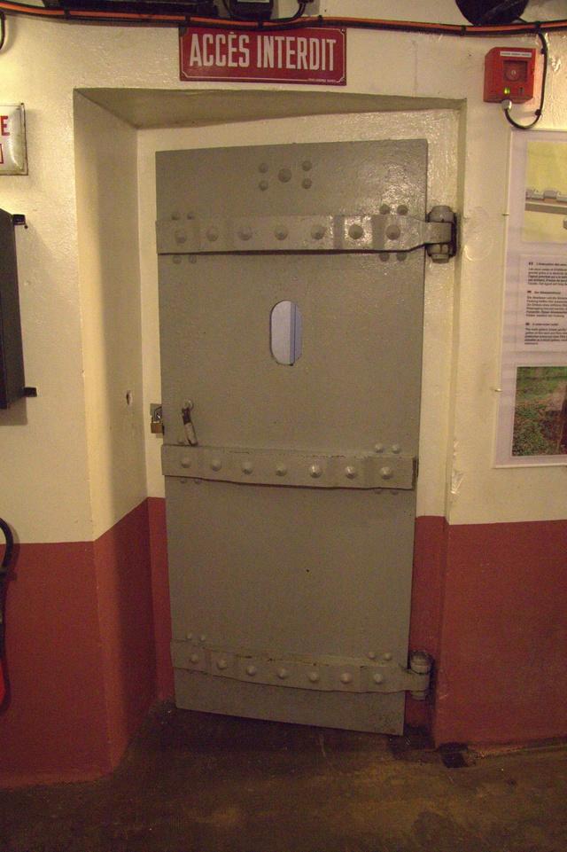 Festung Schoenenbourg. An der Maginot -Linie.  813