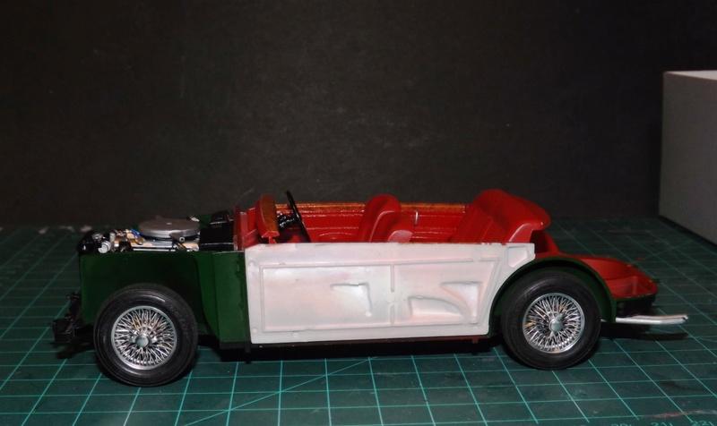 Jaguar Mk.II Saloon de Tamiya  Dscf5110
