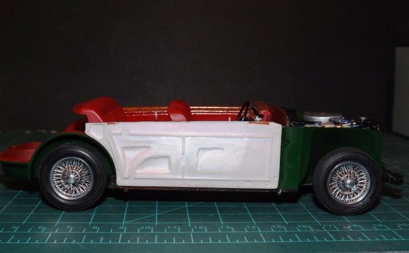Jaguar Mk.II Saloon de Tamiya  Dscf5111