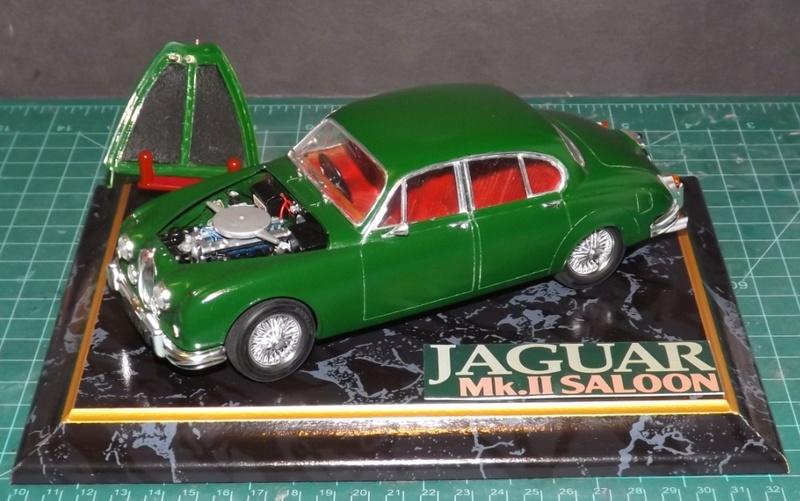 Jaguar Mk.II Saloon de Tamiya  Dscf5710