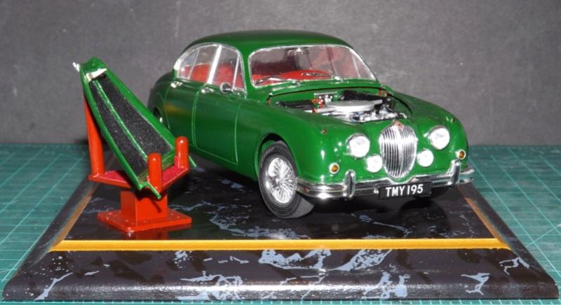 Jaguar Mk.II Saloon de Tamiya  Dscf5711