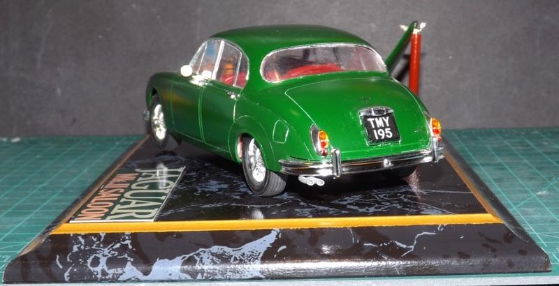 Jaguar Mk.II Saloon de Tamiya  Dscf5713