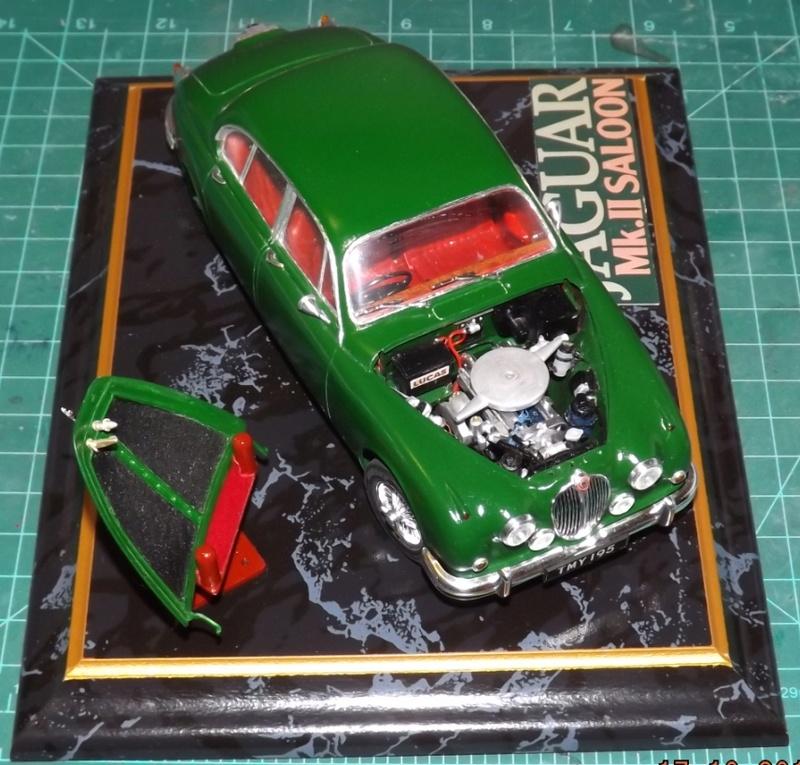 Jaguar Mk.II Saloon de Tamiya  Dscf5714