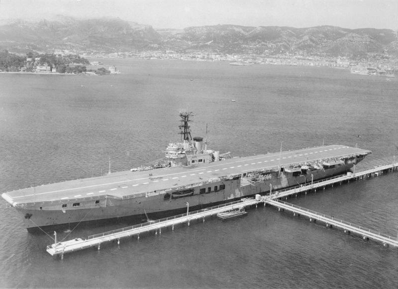 Porte-avions classe COLOSSUS britannique. Arroma10