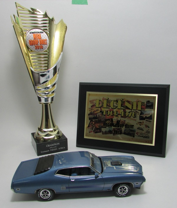 Le grand Champion 2016 reçois ses prix!  00812