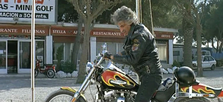 Ils ont posé avec une Harley, principalement les People - Page 6 Vlcsna10