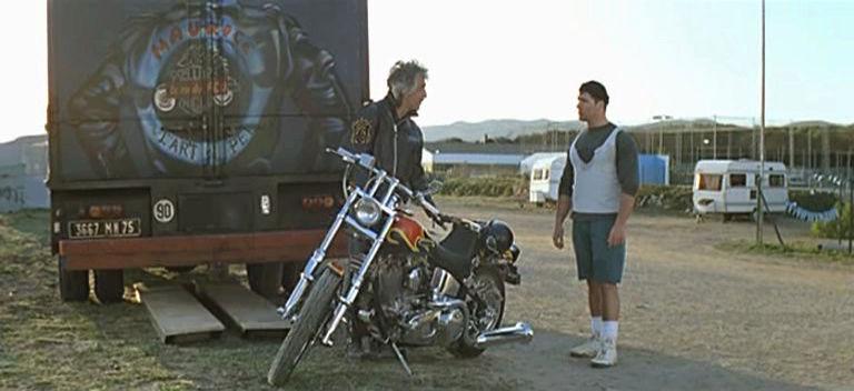 Ils ont posé avec une Harley, principalement les People - Page 6 Vlcsna11