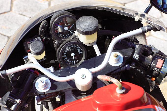 Suzuki GSX-R Slabside 750 (85-87) et 1100 (86-88) - Page 39 Detail12