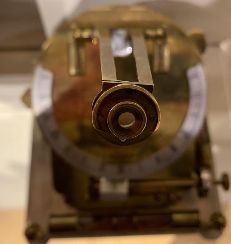 Latitudes et longitudes, les instruments de mesure du temps pour les voyages : chronomètre de marine, cadrans solaires et boussoles du XVIIIe siècle 18e51410