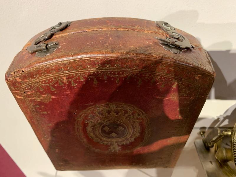 Latitudes et longitudes, les instruments de mesure du temps pour les voyages : chronomètre de marine, cadrans solaires et boussoles du XVIIIe siècle 7b35b410