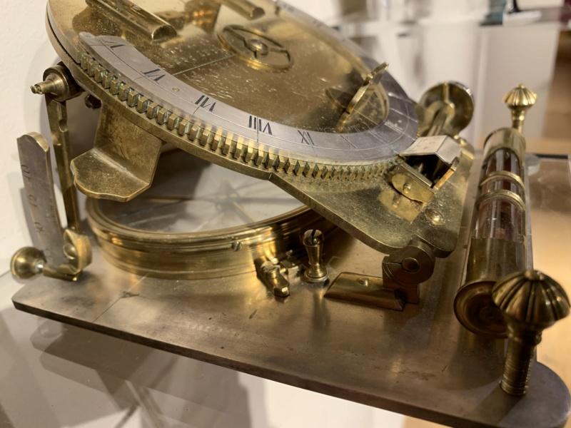 Latitudes et longitudes, les instruments de mesure du temps pour les voyages : chronomètre de marine, cadrans solaires et boussoles du XVIIIe siècle 837b4d10
