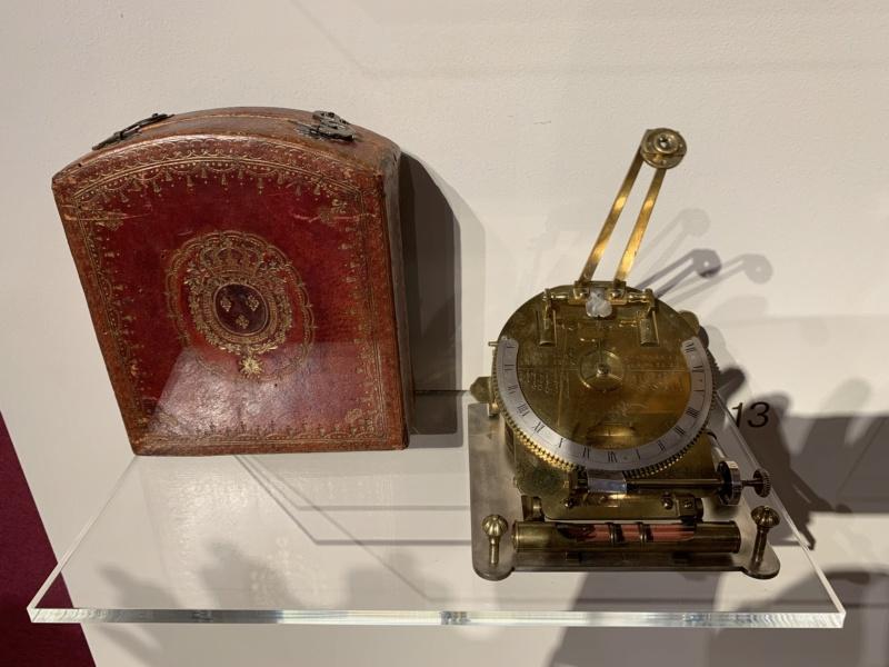 Latitudes et longitudes, les instruments de mesure du temps pour les voyages : chronomètre de marine, cadrans solaires et boussoles du XVIIIe siècle 9c178310