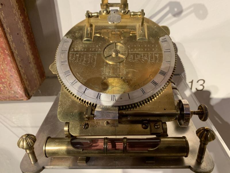 Latitudes et longitudes, les instruments de mesure du temps pour les voyages : chronomètre de marine, cadrans solaires et boussoles du XVIIIe siècle 9c854110