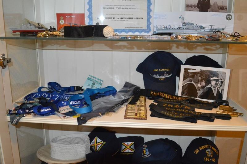 Comment conservez-vous les souvenirs de la Marine et autres? - Page 3 Dsc_0061