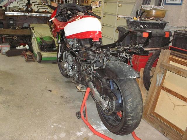 CBR 1000 F SORTIE DE GRANGE Racer concept 14388710