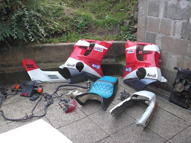 CBR 1000 F SORTIE DE GRANGE Racer concept 14407610