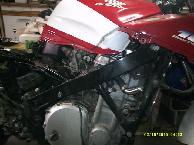 CBR 1000 F SORTIE DE GRANGE Racer concept Dscf0022