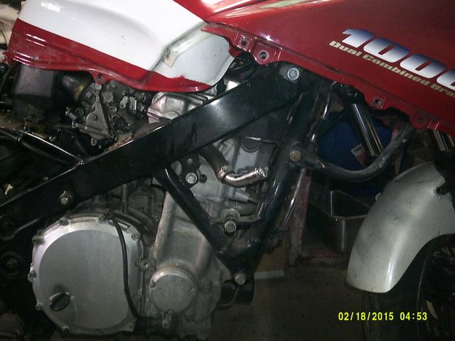 CBR 1000 F SORTIE DE GRANGE Racer concept Dscf0023