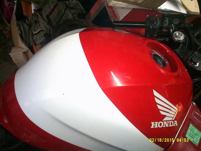 CBR 1000 F SORTIE DE GRANGE Racer concept Dscf0028