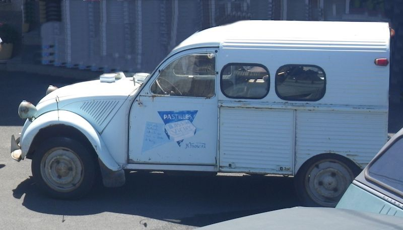 Photos et cartes postale 2cv camionnette  - Page 6 Vichy11
