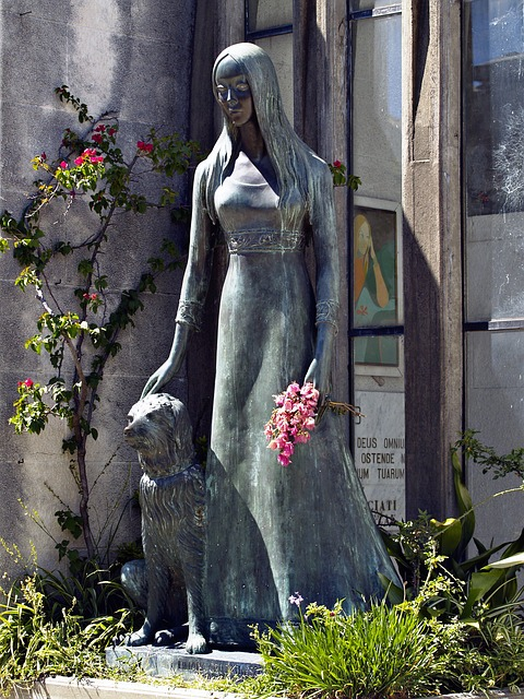 Des statues amusantes ! - Page 5 Female10