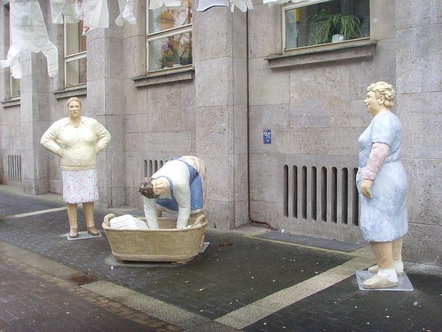 Des statues amusantes ! - Page 2 Lechne10