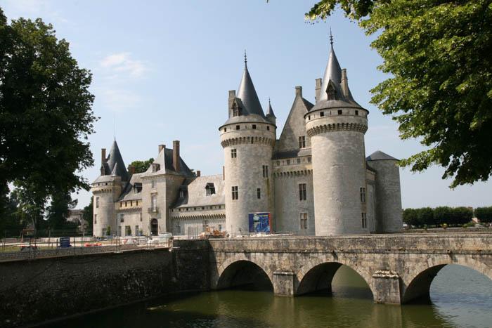 Les châteaux. Sully10