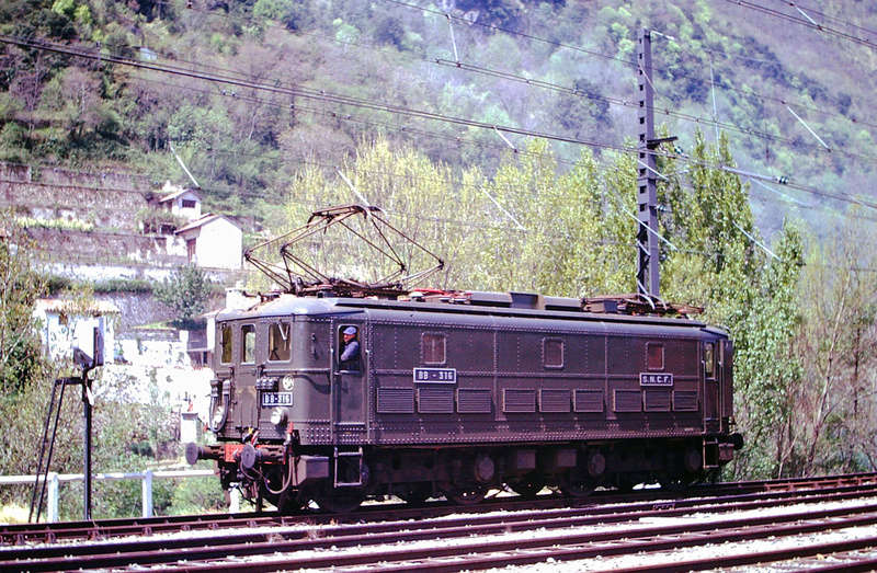 Pk 082,2 : Gare de Foix  (09) - La Saga Verte de Jean Louis - Page 4 Bb-30019