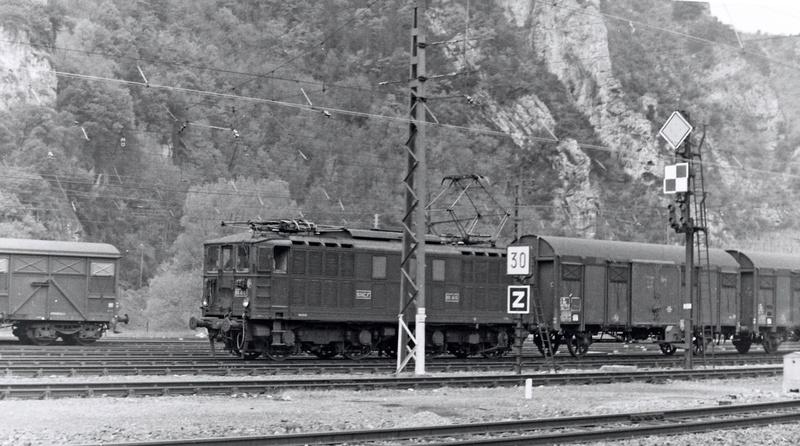 Pk 082,2 : Gare de Foix  (09) - La Saga Verte de Jean Louis - Page 2 Bb-41011