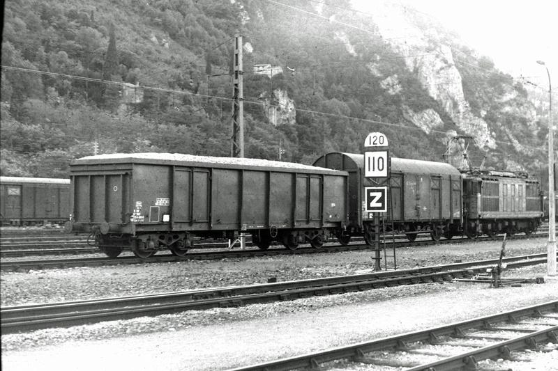 Pk 082,2 : Gare de Foix  (09) - La Saga Verte de Jean Louis - Page 2 Bb-41012
