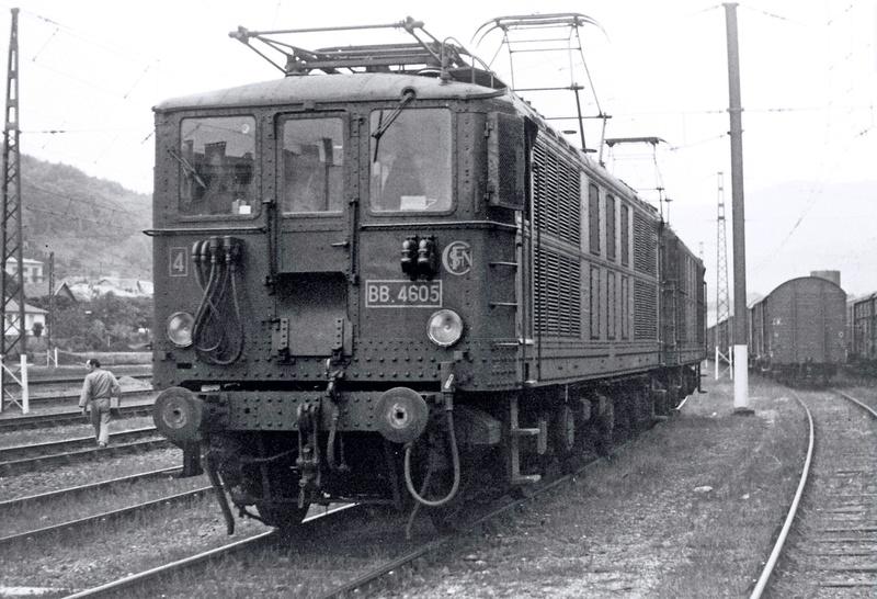 Pk 082,2 : Gare de Foix  (09) - La Saga Verte de Jean Louis - Page 4 Bb-46010