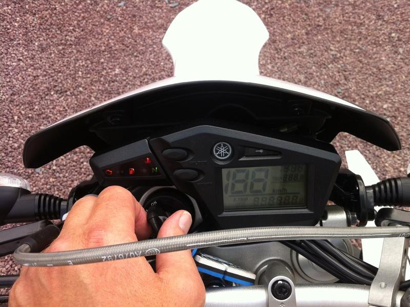 changement de moto... - Page 3 Img_0418