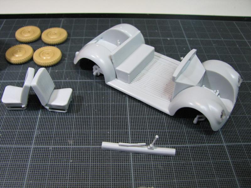 Coccinelle ambulance CMK  , figurines et photodécoupe  - 1/35 Img_5020