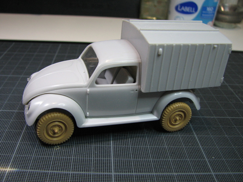 Coccinelle ambulance CMK  , figurines et photodécoupe  - 1/35 Img_5023