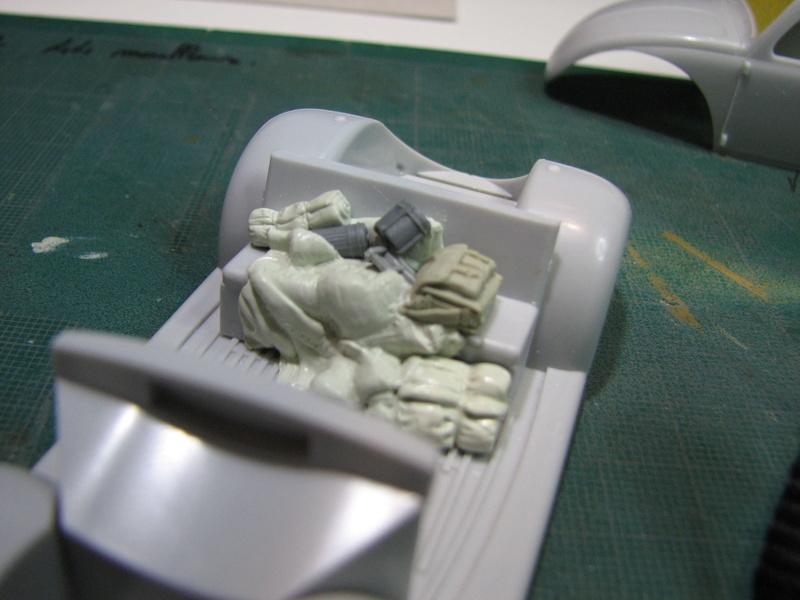 Coccinelle ambulance CMK  , figurines et photodécoupe  - 1/35 Img_5026